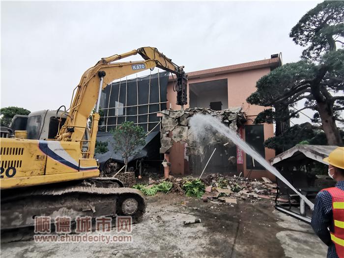 3月19日,莘村花博园附近某违法建设拆除中_副本.png