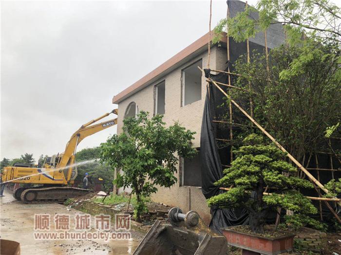 3月30日,莘村花博园附近某违法建设拆除前_副本.png